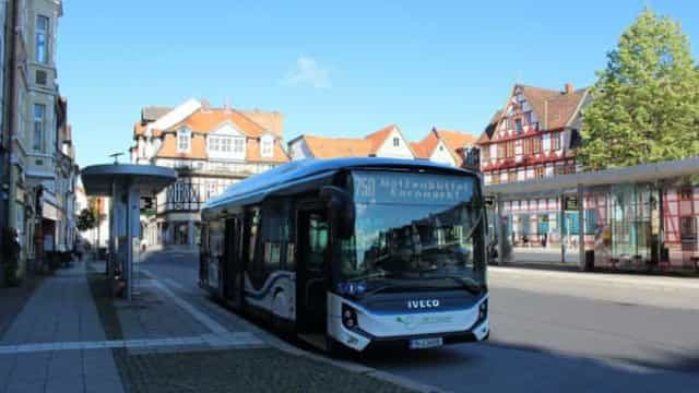 Autocarro elétrico Iveco E-Way atinge novo recorde de autonomia ...